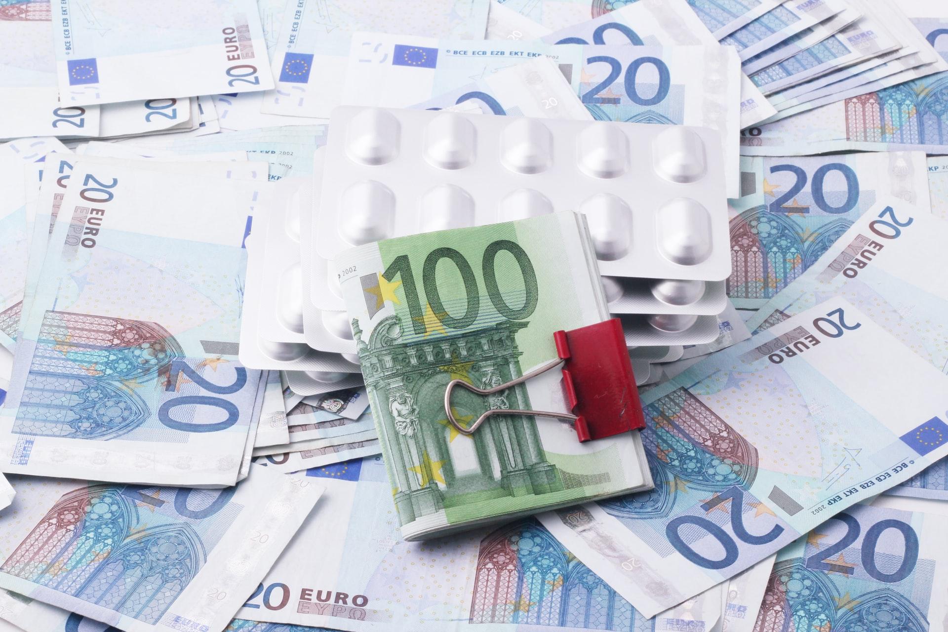 De financiële risico's af met een (ziekteverzuimverzekering).